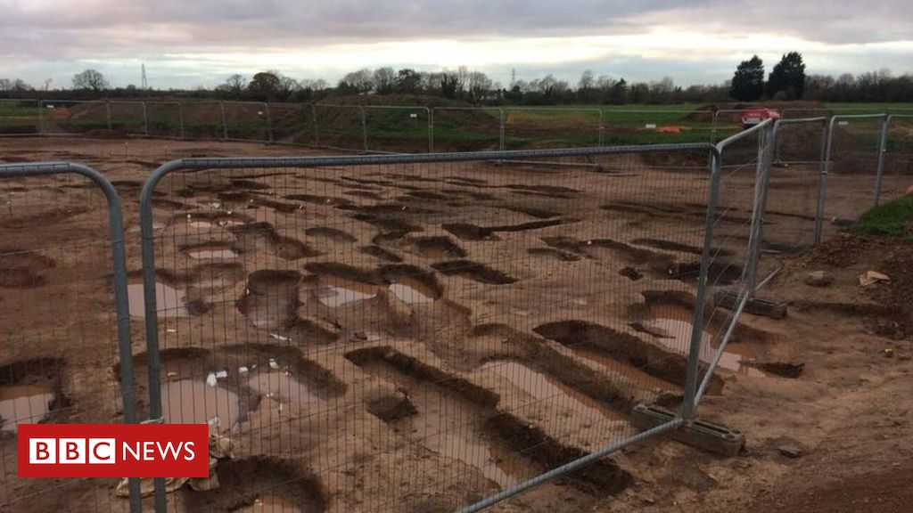 Council accused of keeping 300 grave cemetery find hush