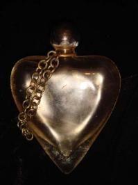 Vintage heart Perfume