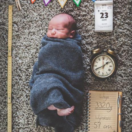 Przygotowani na zmiany - Oryginalna sesja wykonana przez rodzica po 7dniach od urodzenia. Znamy dokładną godzinę i datę zmian..wagę również :)