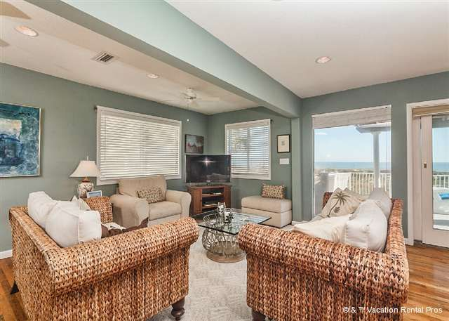 Luxury 2nd floor living room with large HDTV and ocean ...