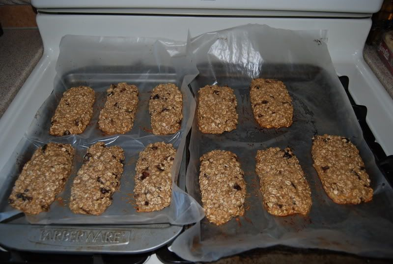 Hmmm, I think I will try this recipe for homemade energy bars to save some money!