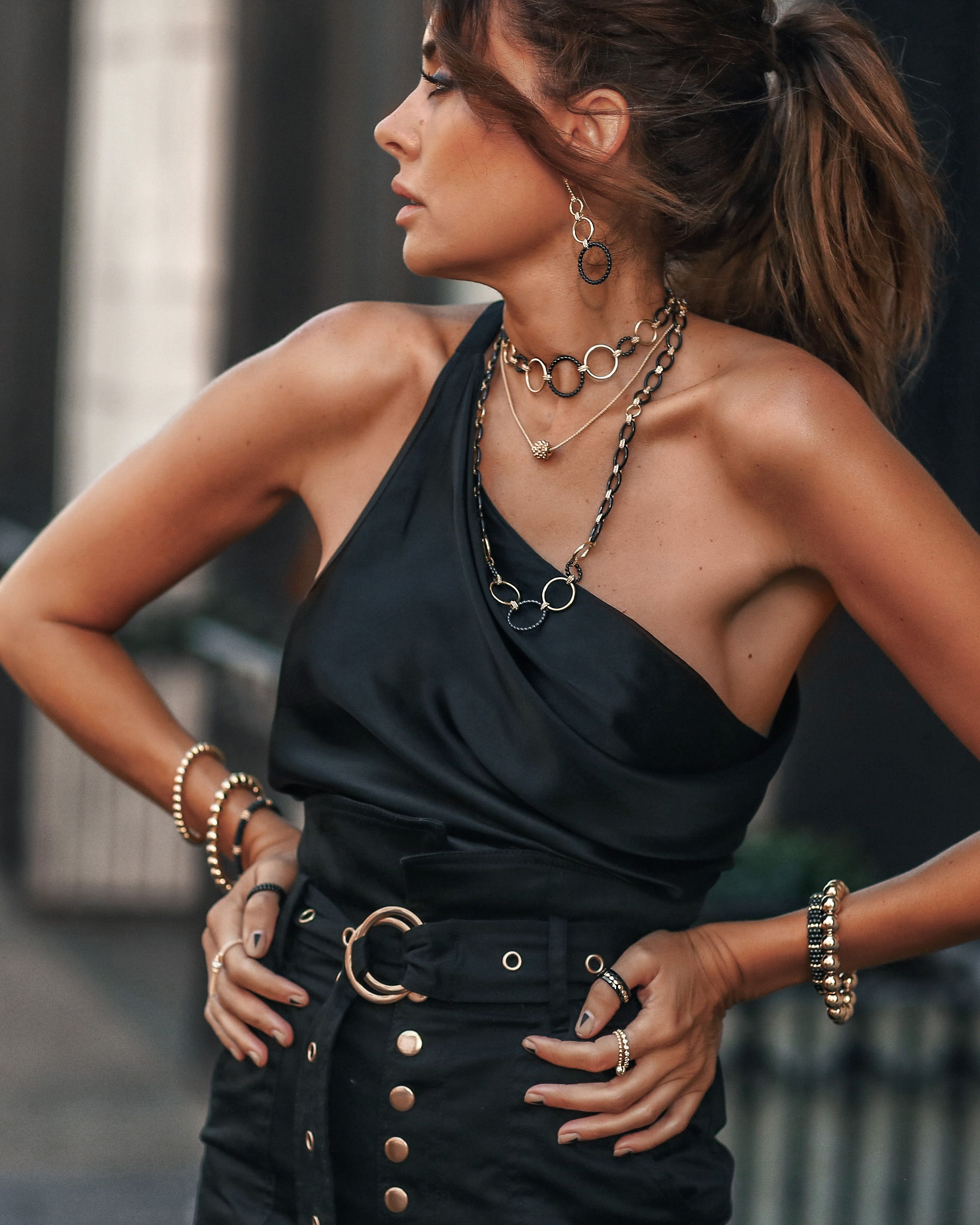 Luxe Gold Black With Lagos Fashioned Chic Fashion Black Fashion New Outfits [ 3421 x 2737 Pixel ]