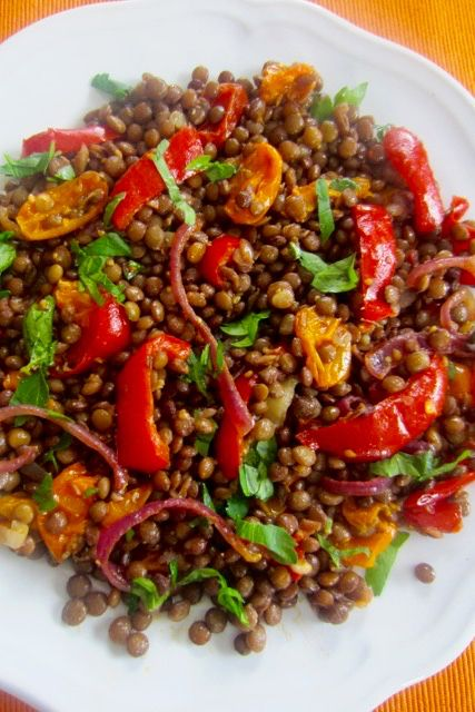 Lentil Salad with Roasted Garlic Tomato and Bell Pepper myfavouritepastime.com #bellpepperrecipes