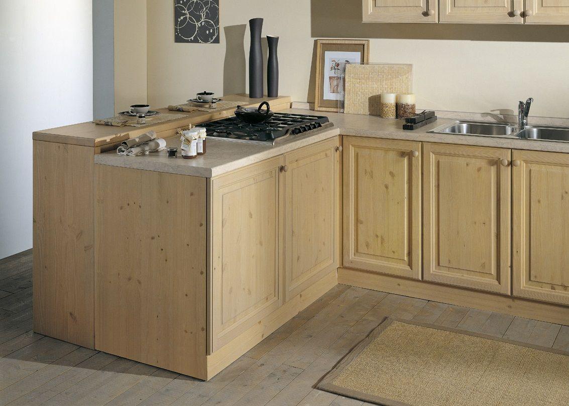 Bancone cucina in pino massiccio, costruito su misura da Demar ...