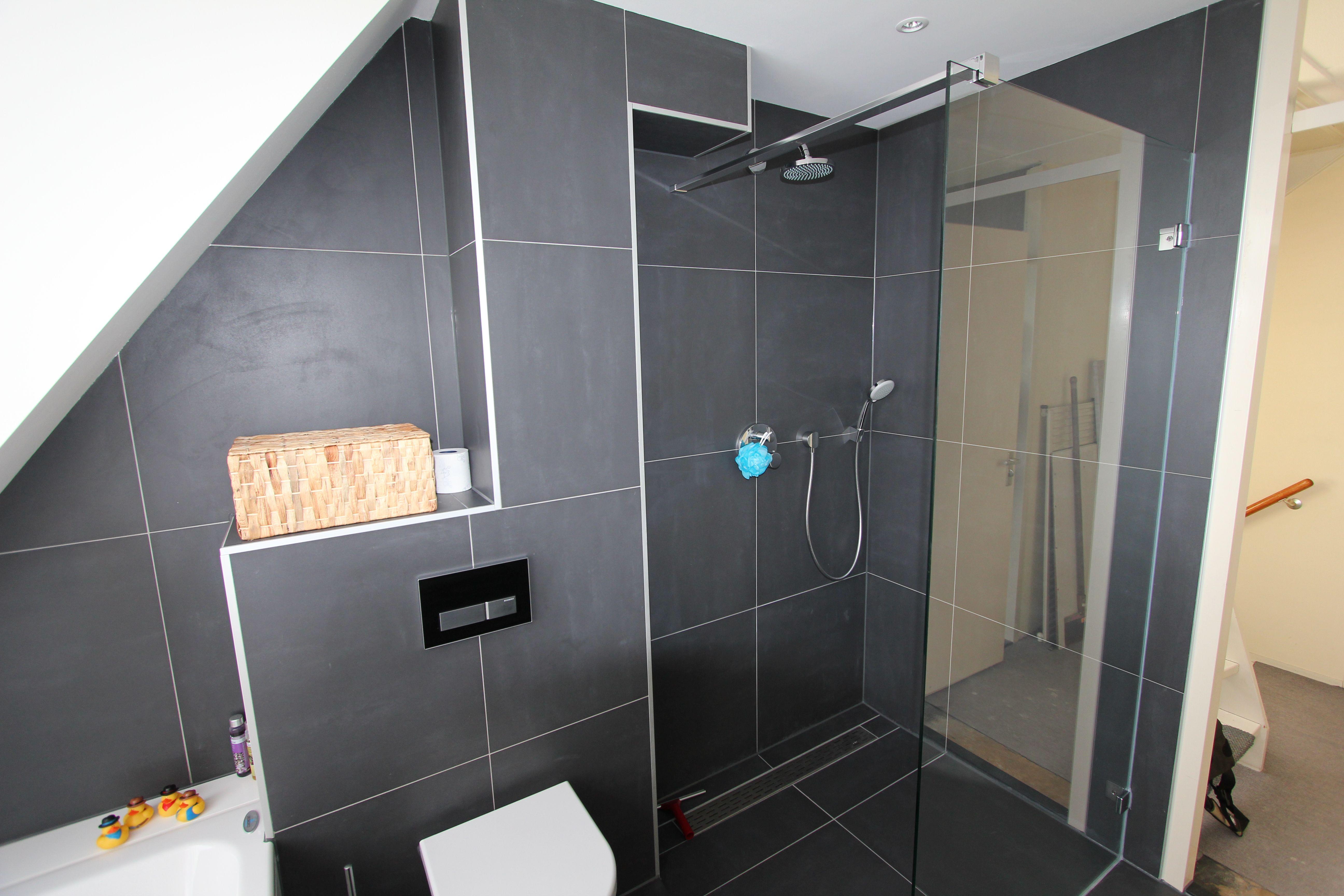 Voorbeeld van een gerealiseerde badkamer en toilet door Sanidrome IJsselmuiden uit Grootebroek