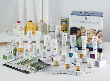 FOREVER LIVING PRODUCTS. Alle disse produkter får du i en af start boksene . Så er du selvstændig forhandler og kan sælge af dem, eller du kan selv prøve produkterne og kan derved endnu bedre sælge dem.