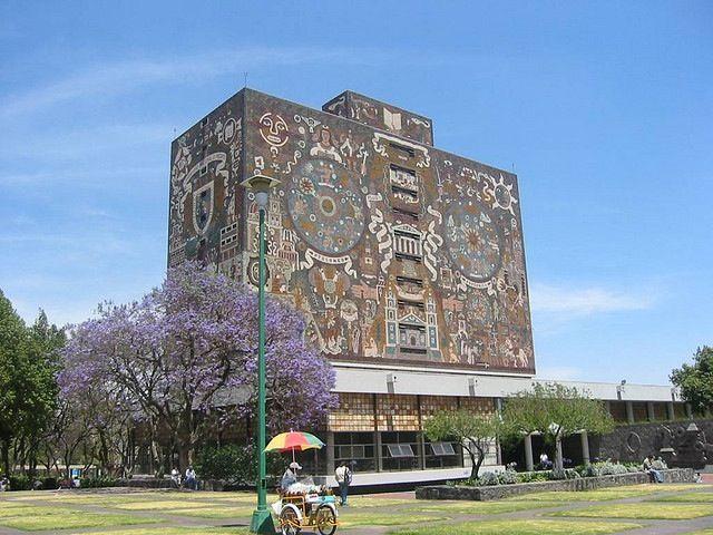 Biblioteca en la Universidad Autónoma, Ciudad de México De bibliotheek van 'mijn' universiteit, de UNAM