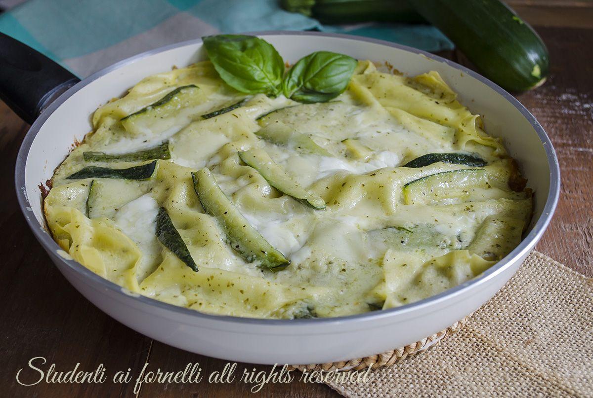 Ricetta lasagne con zucchine pesto e stracchino in padella for Cucinare le zucchine