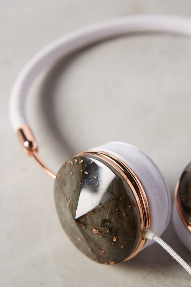 Check out these awesome rose gold flakes headphones.