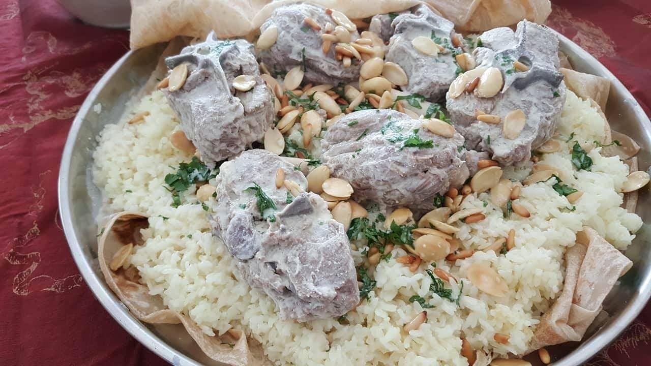 المنسف الاردني بالجميد الكركي الطريقه الاصليه Jordanian Mansaf Youtube Cooking Recipes Lebanese Recipes Food
