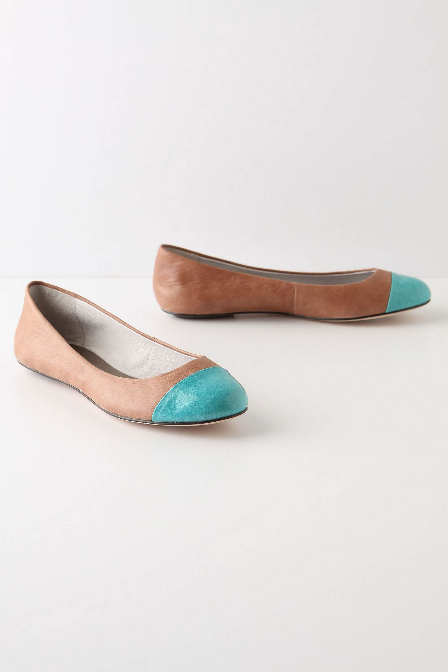 Neutral skimmers with a pop of turquoise - love!