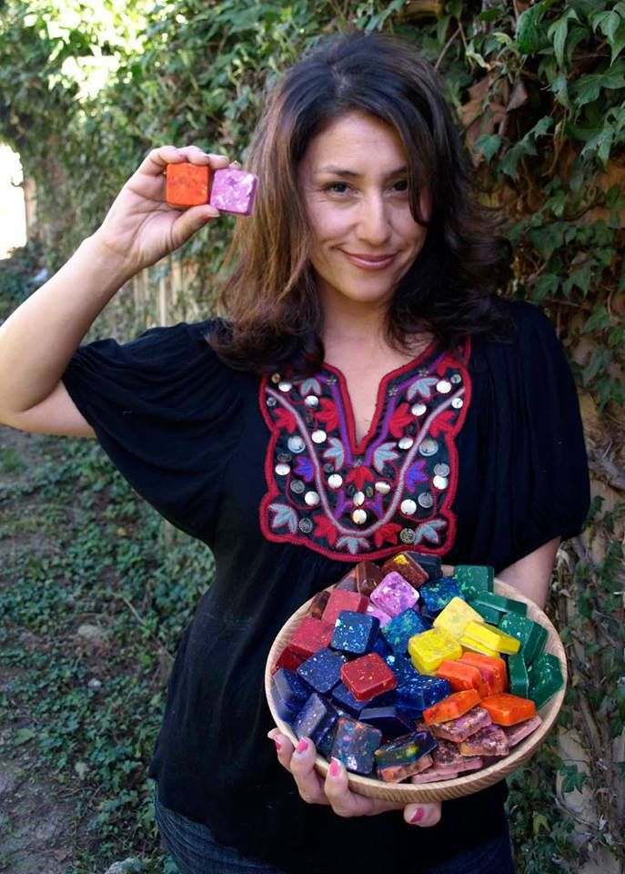 mom finds brilliant way to reuse leftover crayons from restaurants
