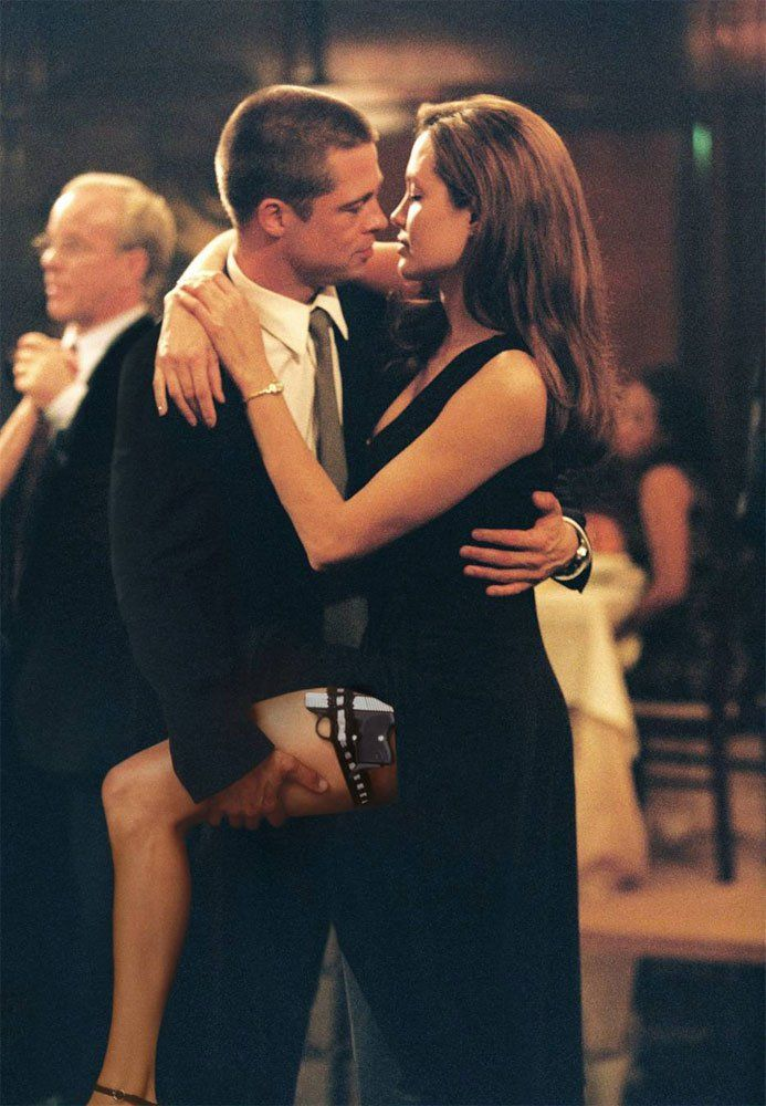 Brad Pitt And Angelina Jolie Tie The Knot All The Details Of Their Wedding In France Angelina Jolie Movies Brad And Angelina Brad Pitt And Angelina Jolie