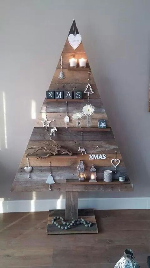 Rustic Pallet Tree #christmastreeideas