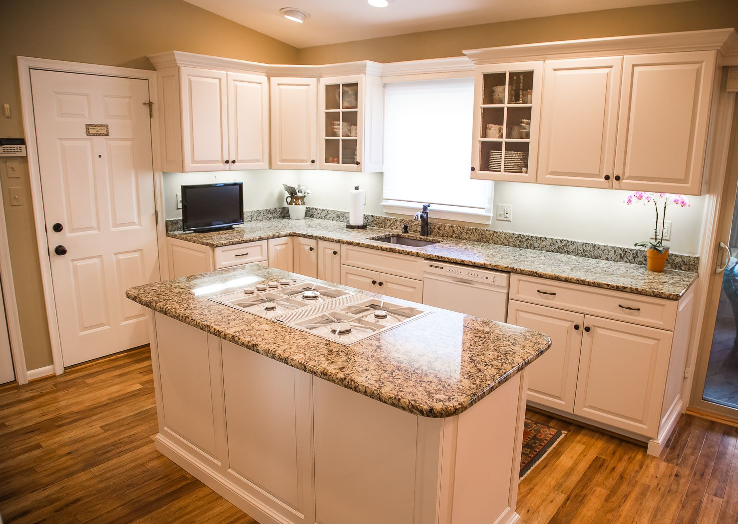This Kitchen Started Off With Some Structural Renewal Work To A Couple Cabinets Before It Wass Fully Refac Small Kitchen Decor Kitchen Cabinet Remodel Kitchen