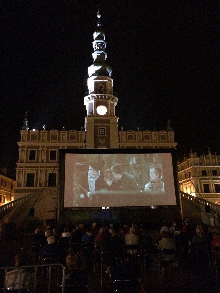 Zamość...Rynek Wielki...2014r wakacje-seanse filmowe dla mieszkańców