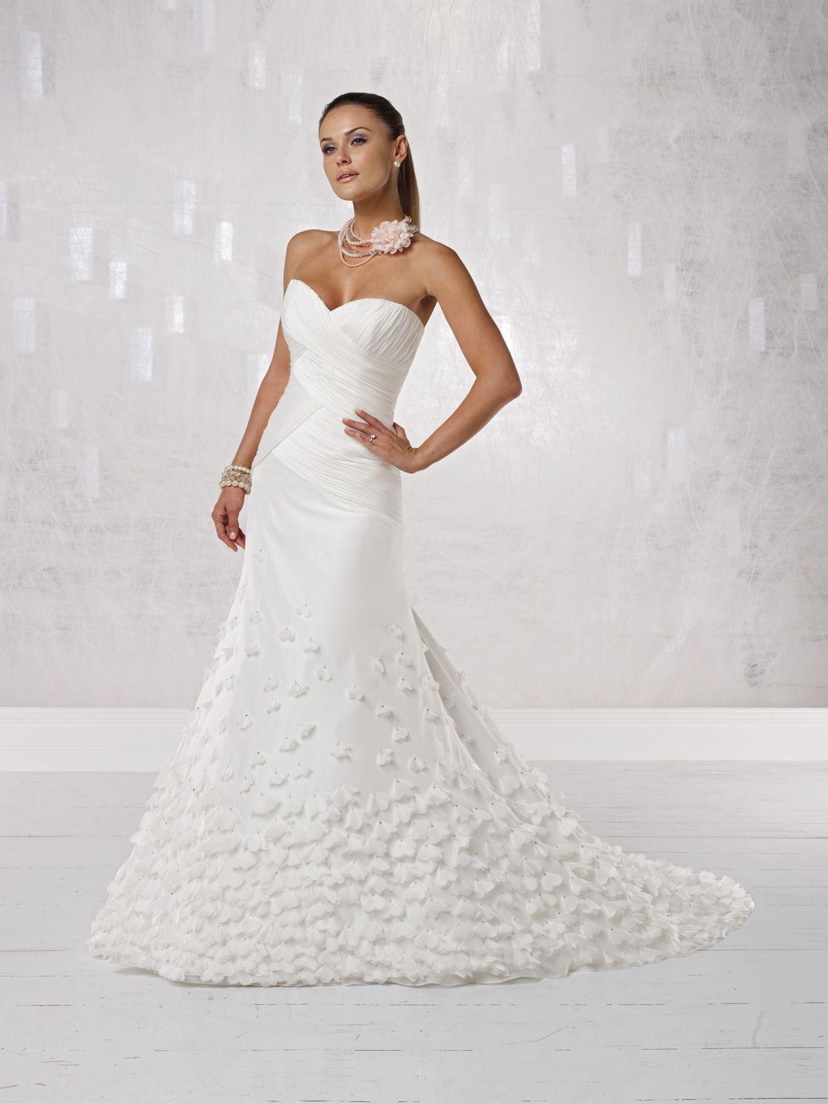 Attractive sweetheart sleeveless organza wedding dress wedding