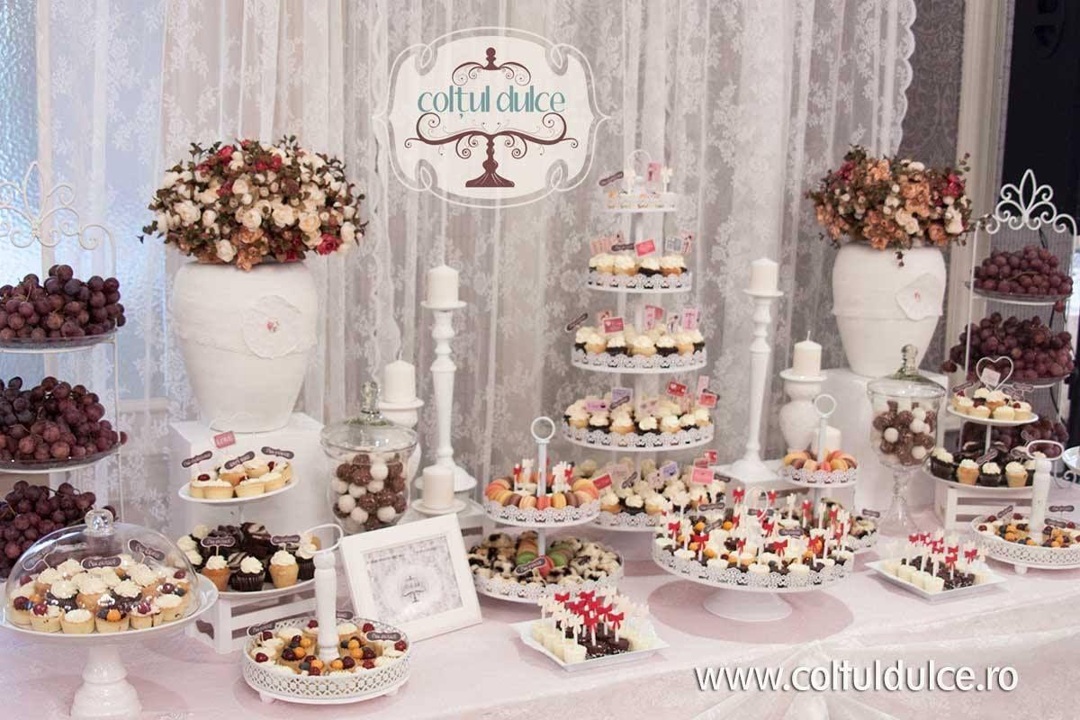 Romantic wedding Candy Bar / Coltul Dulce / Dessert Table ...