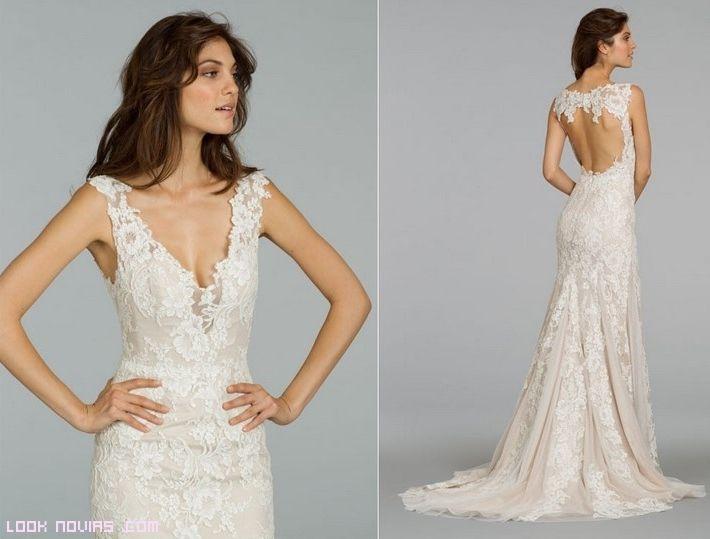Este es un vestido donde lo que sobresale es su escote y el encaje ...