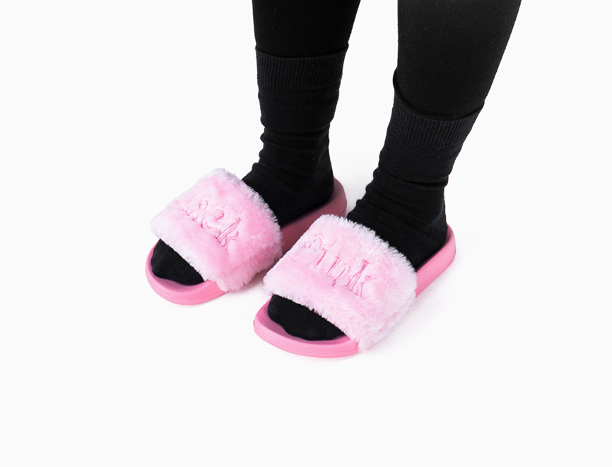 Kpop outfits, Blackpink, Fur slippers