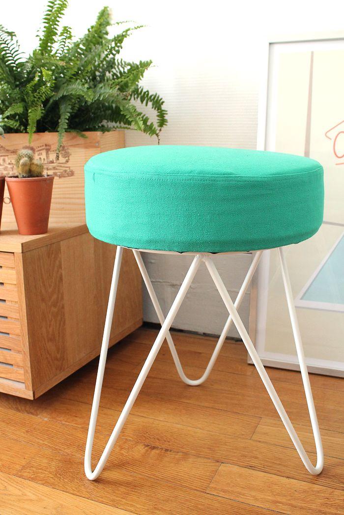 mon tabouret vert et blanc aux pied en fer en t te d 39 pingle i want this in my house. Black Bedroom Furniture Sets. Home Design Ideas