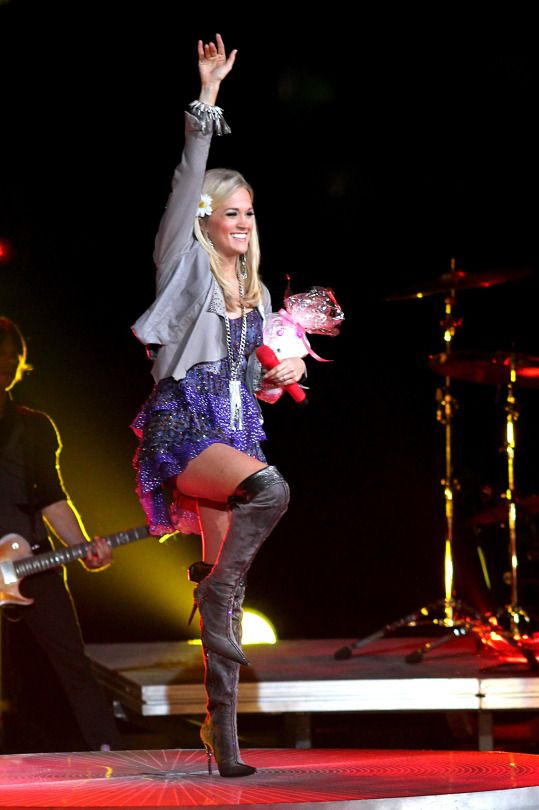 Carrie Underwood Over The Knee Stiletto Boots And Great Legs With Images Carrie Underwood Style Carrie Underwood Performance Outfit