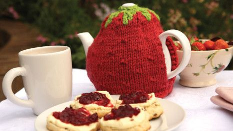This strawberry-shaped tea cosy is the ideal gift for a cream tea fan