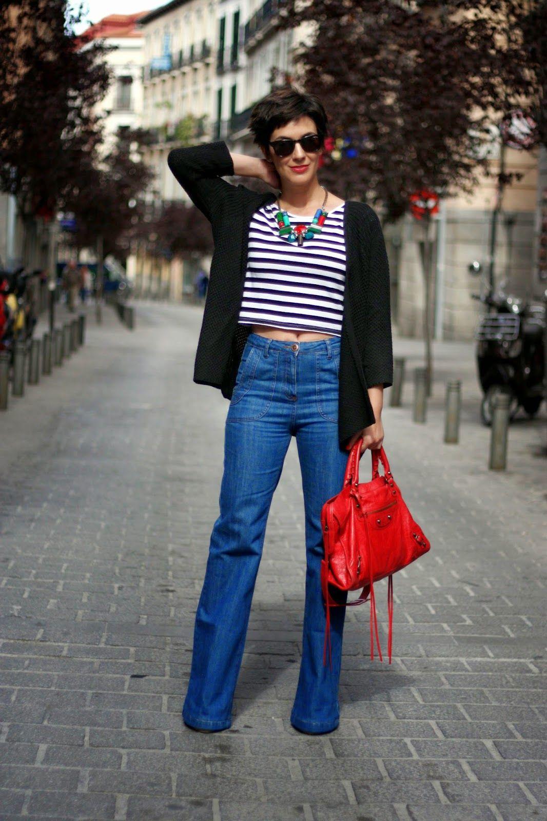 Flared+jeans+outfit+combinar+pantalon+campana+crop+top+rayas+bolso+Balenciaga+pelo+corto+pixie+cut+short+hair+streetstyle+ohmyblog+blogger+(...