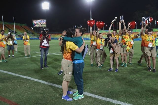 Le pide matrimonio a su novia jugadora de rugby en pleno Río 2016 | El Puntero