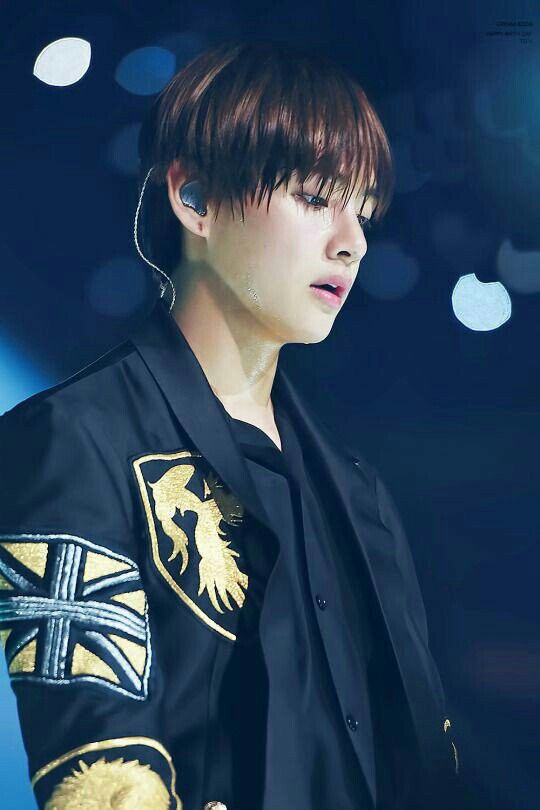 Taehyung looks so sexy even when he's sweaty