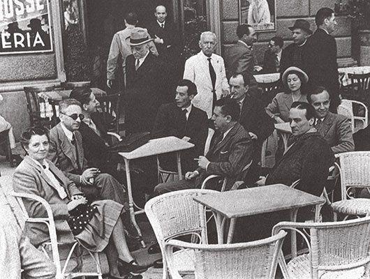 Il caffè Giubbe Rosse, a Firenze, famoso luogo d'incontro di molti protagonisti della vita culturale italiana tra le due guerre. Seduti al centro si riconoscono Mario Luzi ed Eugenio Montale
