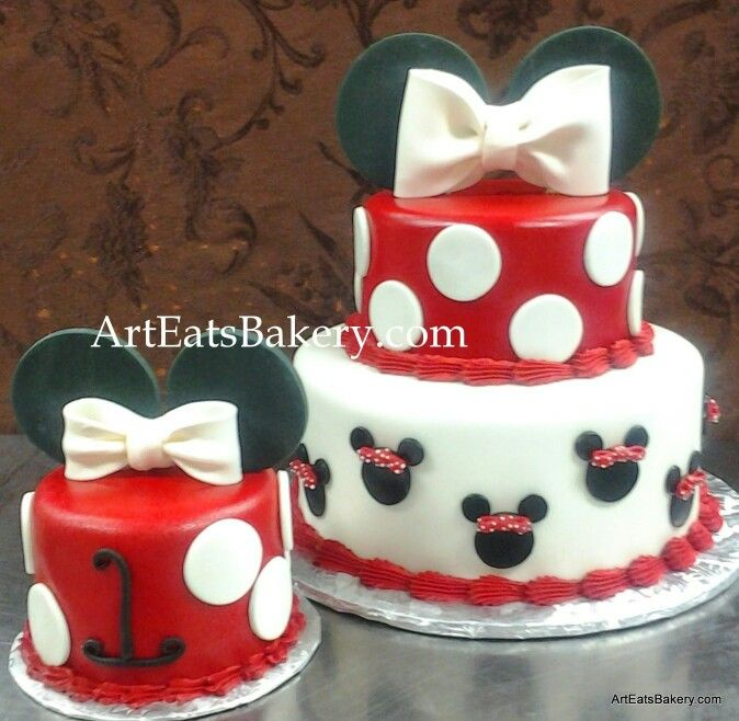Red white and black fondant Minnie Mouse custom creative girls