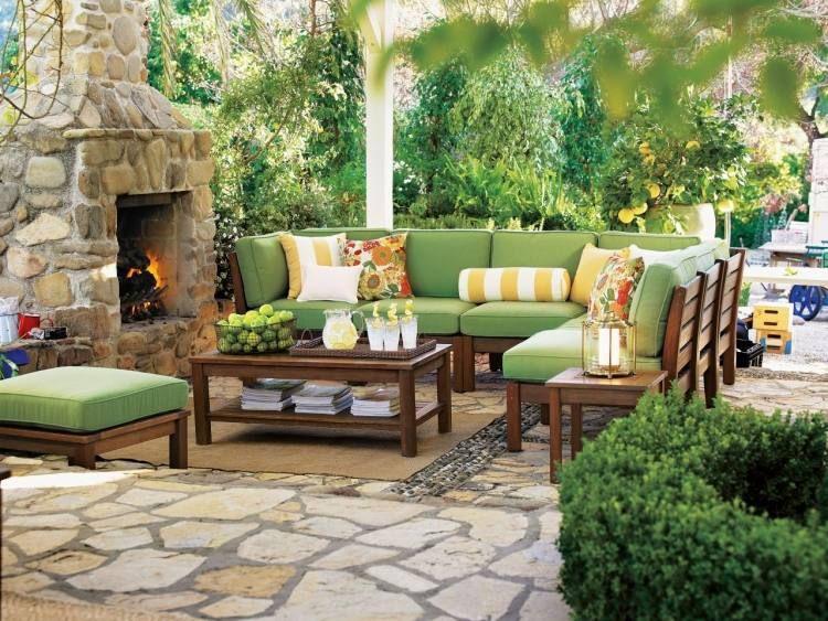 Petit jardin avec coin de repos- comment aménager un jardinet ...