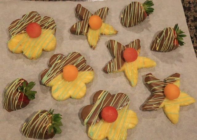 Saturday's Swig n' Swag - Add A Little Swag To Fruit For Mother's Day With Pineapple Flowers