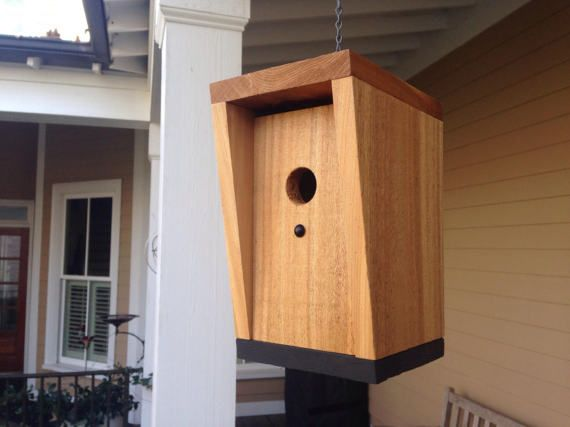 Modern Birdhouse Design In Rough Sawn Cedar With Dramatic Grain Details Innovative Cedar Birdhouse Unique Bird Houses Modern Birdhouses Decorative Bird Houses