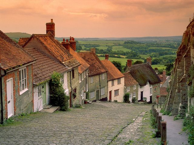 Gold Hill Shaftesbury Dorset Setting Of The Famous Hovis Bread Commercials In The 1970 S Beautiful Places Places Gold Hill