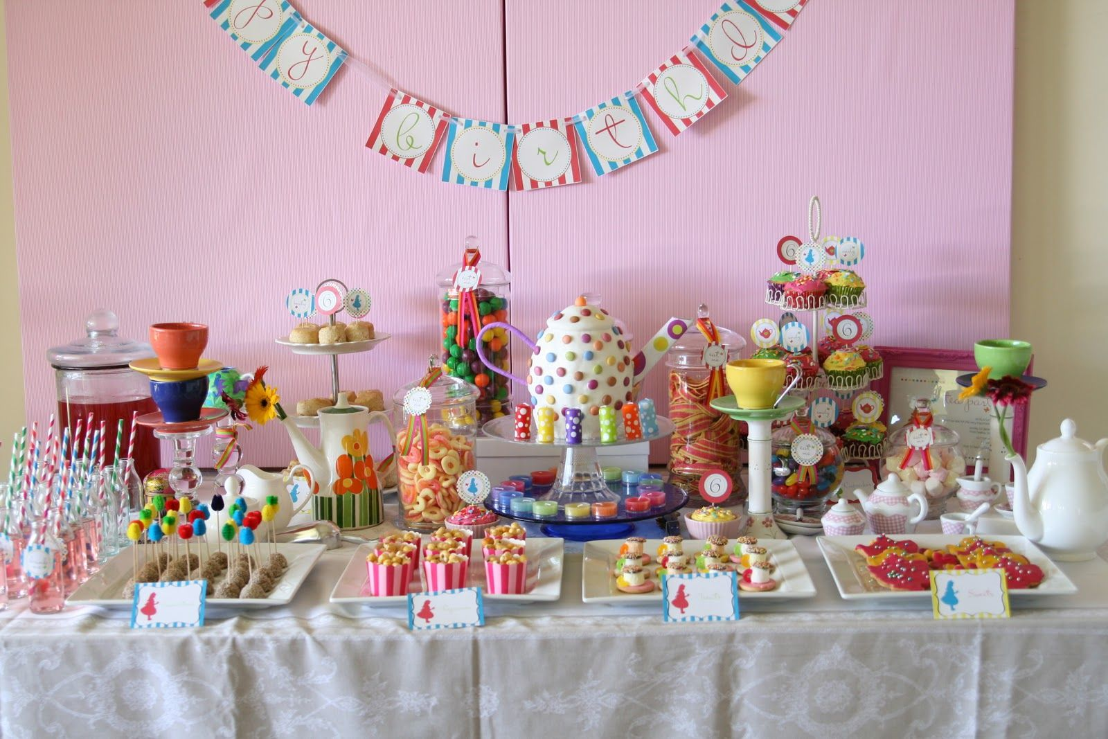 Mad hatter tea party decoration ideas - Mad Hatter Party Theme Could Be Perfect For K S 3rd Bday Since She Looooves Alice