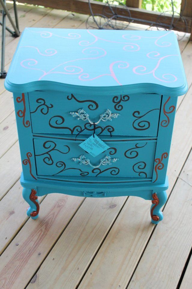 Ordinaire An Upcycled End Table.