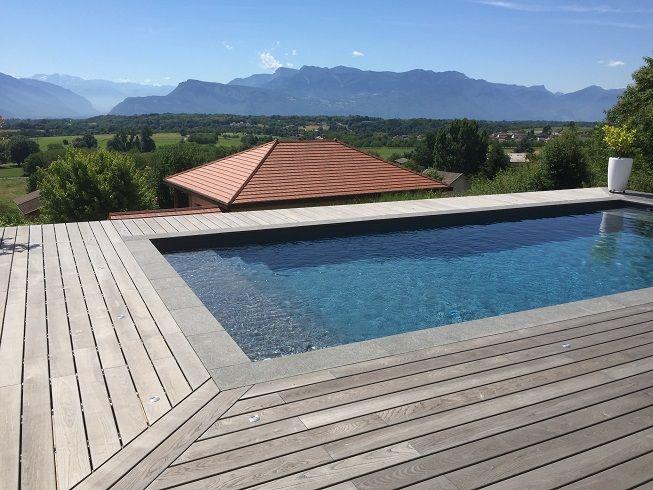 Terrasse pour piscine en bois feuillus de la gamme extérieure