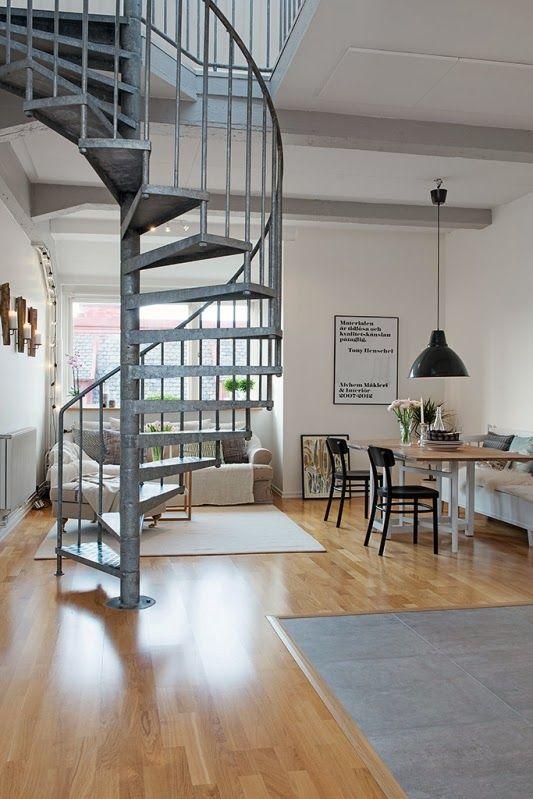 Apartamento d plex de estilo n rdico con escalera de for Decoracion escaleras duplex