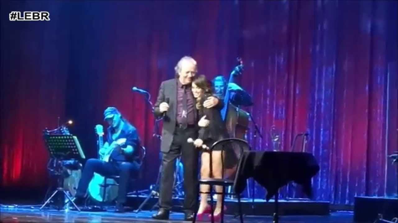 Serrat en el Gran Rex (2015) Lali cantou a música Aquellas Pequeñas Cosas com Joan Manuel Serrat. Legendado em PT-BR. Comparte Lali Esposito.