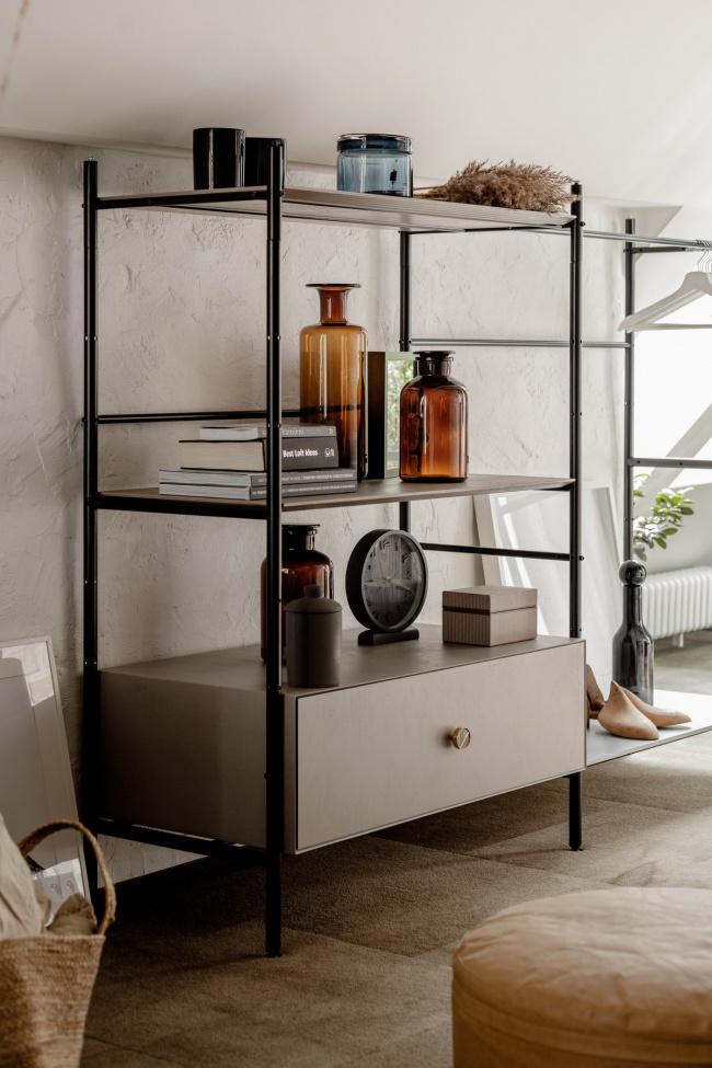 Dawna Suszarnia Na Poddaszu Przeksztalcona W Loftowy Apartament Designalive Furniture Home Decor Shelves