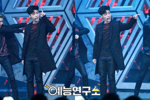Lay - 160611 MBC Show! Music Core Credit: MBC. (MBC 쇼! 음악중심)