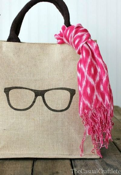 We see why this DIY burlap bag is so cool...do you??