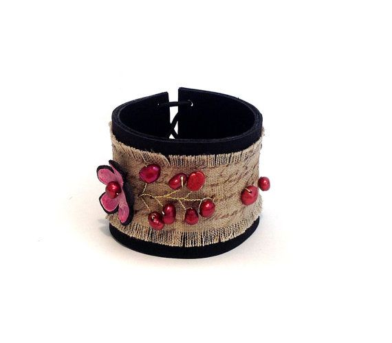 Flower leather bracelet with pearls. Burlap ❤ by julishland on Etsy