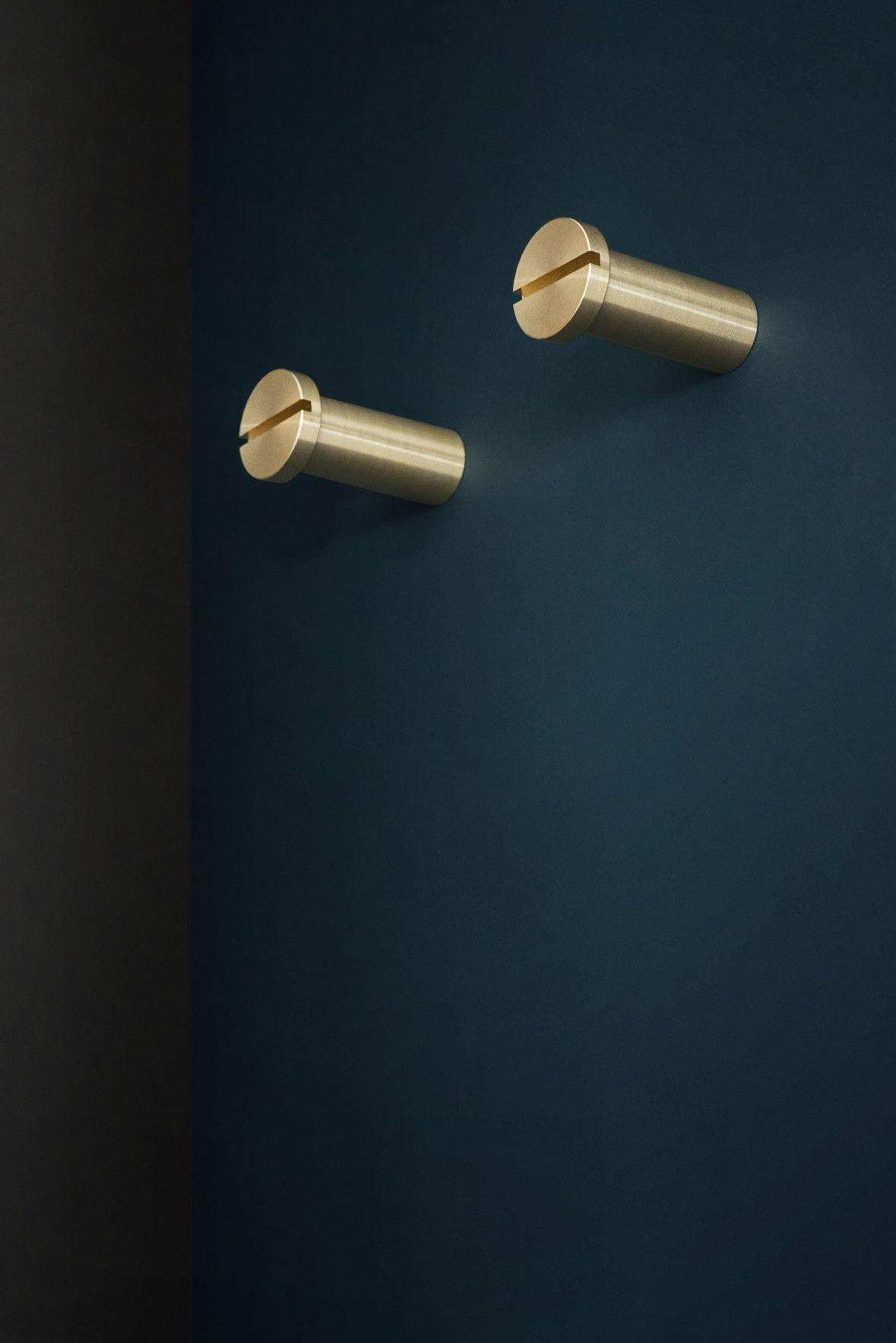 KBH Hang Brass Large (Box Of 2) | Blaue wand, Beschläge und Wände
