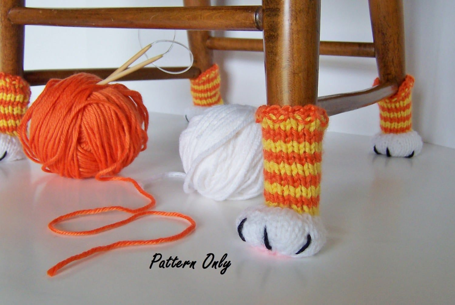 Cat Paw Chair Leg Covers Knitting Pattern, DIY Instruction