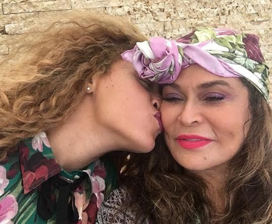 Cute Photo Of Beyonce And Her Mum Tina Knowles