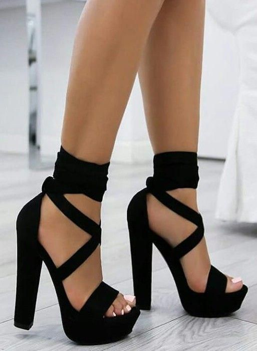 Cassandra 15 Ans Une Lyceenne Normale Elle Demenage Et Retourne Dan Fanfiction Fanfiction Amreading Books Heels Womens Fashion Shoes Sandals Heels