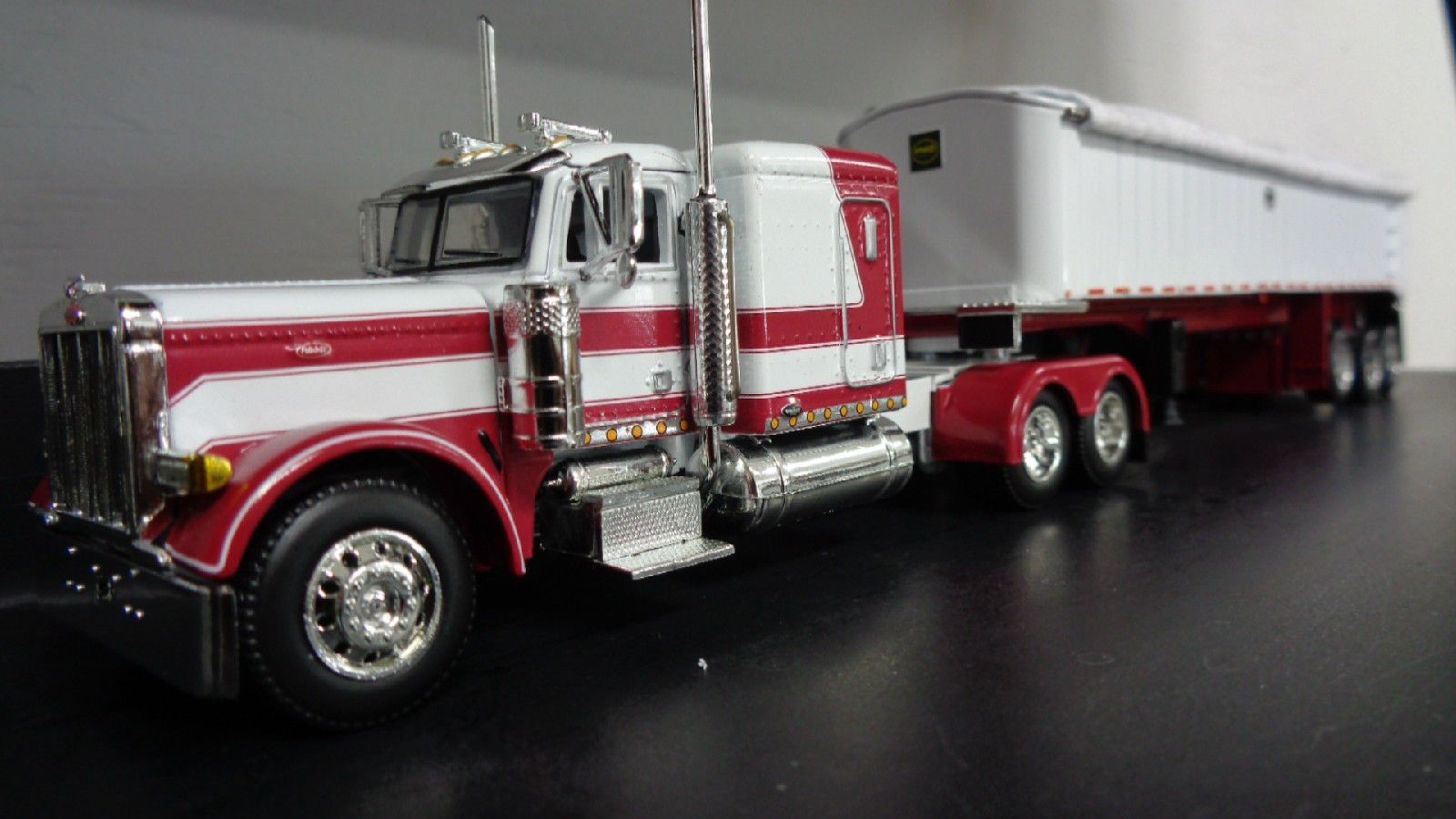 1 64 scale trucks and trailers - 1 64 Scale Dcp 33076 Peterbilt 379 Mac Coal Trailer New Cummings